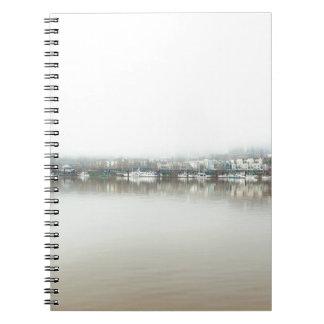 Caderno Dia nevoento no beira-rio de Portland OU de centro