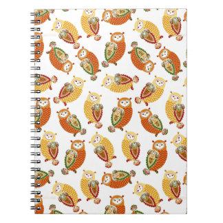 Caderno Encantando, corujas bonitos em cores do outono
