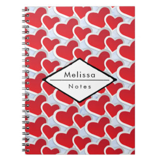 Caderno Espiral 2 corações vermelhos que repetem o teste padrão