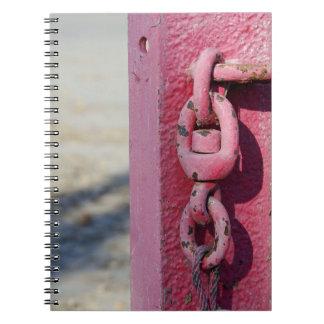 Caderno Espiral A coluna no parque de estacionamento para obstruir
