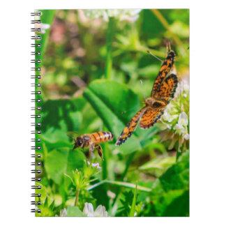 Caderno Espiral Abelha e borboleta