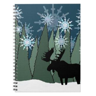 Caderno Espiral Alces na floresta nevado