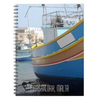 Caderno Espiral Barco de pesca listrado tradicional Marsaxlokk