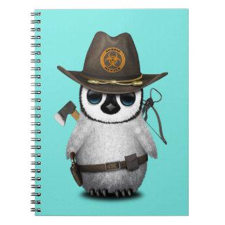 Caderno Espiral Caçador do zombi do pinguim do bebê