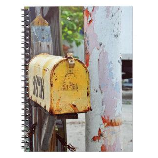 Caderno Espiral Caixa postal amarela rústica