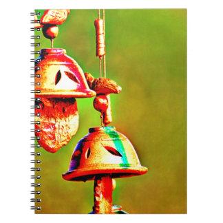 Caderno Espiral Carrilhões de madeira coloridos
