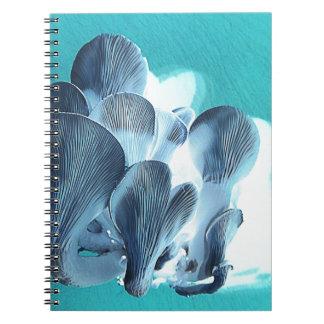 Caderno Espiral Cogumelos de ostra no azul