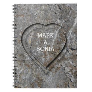 Caderno Espiral Coração de pedra rústico do casamento do jardim
