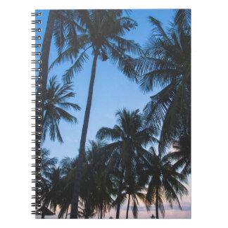 Caderno espiral da silhueta tropical das palmeiras