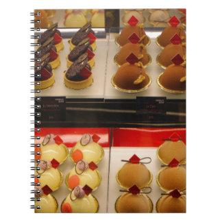 Caderno Espiral Deleites do doce na exposição menos uma