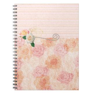 Caderno Espiral Design feminino boémio com rosas cor-de-rosa
