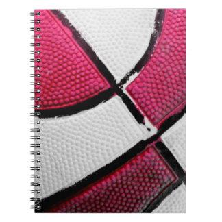 Caderno espiral do basquetebol cor-de-rosa e