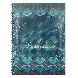 Caderno Espiral Escalas da sereia sob o mágico Enchanted mar