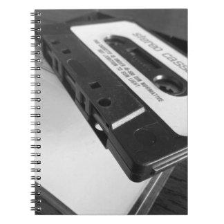 Caderno Espiral Fita da cassete áudio do vintage na mesa de
