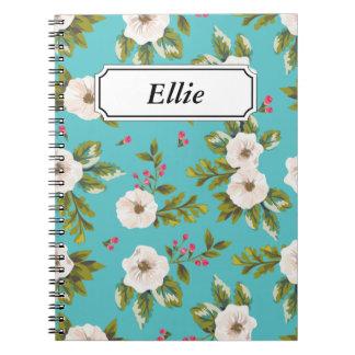 Caderno Espiral Flores brancas que pintam no fundo de turquesa