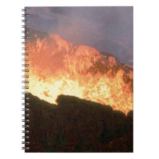 Caderno Espiral fulgor do fogo vulcânico