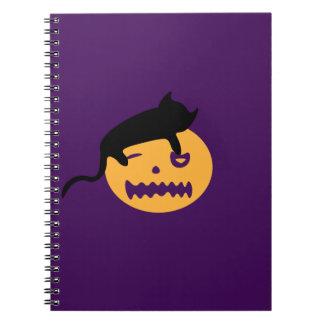 Caderno Espiral Gato do sono em uma abóbora