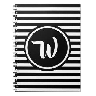 Caderno Espiral Iniciais listradas das listras preto e branco