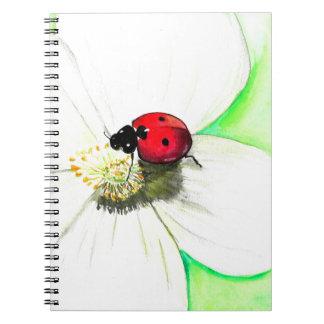 Caderno Espiral Joaninha na flor branca