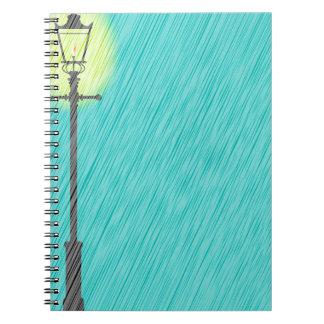 Caderno Espiral Lamppost na chuva