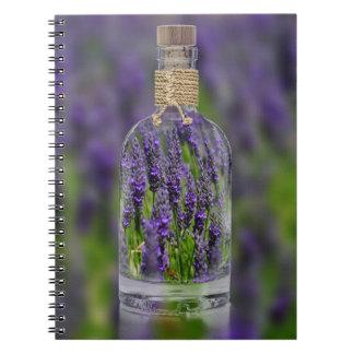 Caderno Espiral Lavanda em uma garrafa