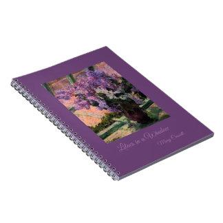 Caderno Espiral Lilacs em uma janela por Mary Cassatt