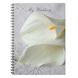 Caderno Espiral Lírios de calla brancos no casamento de linho