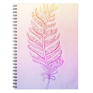 Caderno Espiral Livro de nota bonito da foto da pena do arco-íris