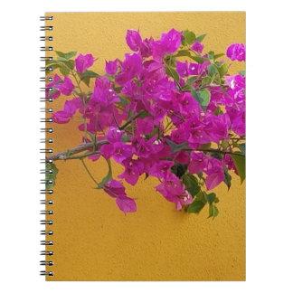 Caderno Espiral Luz do sol amarela do arco da flor do rosa da