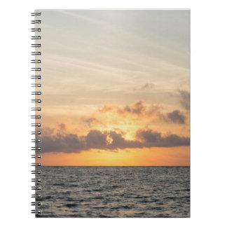 Caderno Espiral Manhã da praia do insensatez