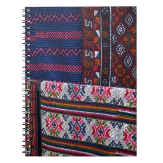 Caderno Espiral Matérias têxteis coloridas de Bhutan