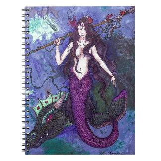 Caderno Espiral Menina roxa da sereia com a serpente de mar do