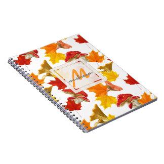 Caderno Espiral Monograma colorido das folhas e dos cogumelos de