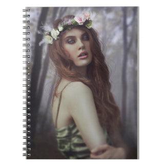 Caderno Espiral Mystery Girl