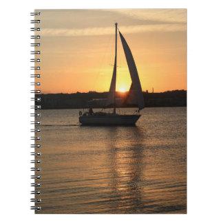 Caderno Espiral Navigação na baía de Cardiff no por do sol