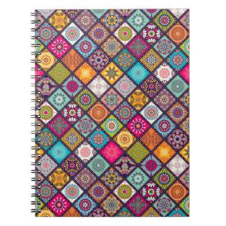 Caderno Espiral O diamante colorido telhou o teste padrão floral