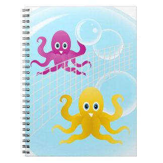 Caderno Espiral Octopies engraçados que jogam o voleibol