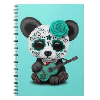 Caderno Espiral Panda azul do crânio do açúcar que joga a guitarra