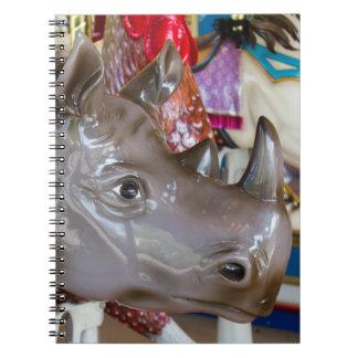 Caderno Espiral Passeio do carrossel do rinoceronte no carrossel