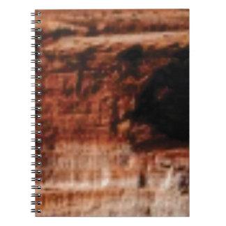 Caderno Espiral penhascos vermelhos mergulhados da rocha