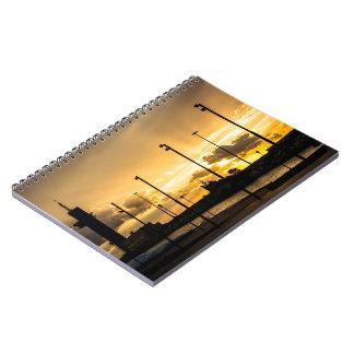 Caderno Espiral Por do sol com os raios de luz que filtram através