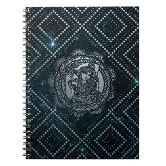 Caderno Espiral Prata do zodíaco do Aquário gravada no céu da