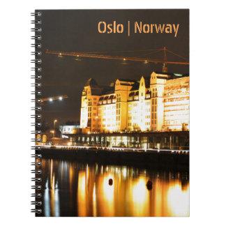 Caderno Espiral Reflexões da água em Oslo, Noruega