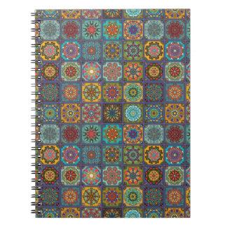 Caderno Espiral Retalhos do vintage com elementos florais da