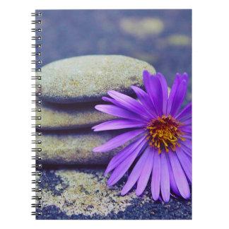 Caderno Espiral Rochas e margarida