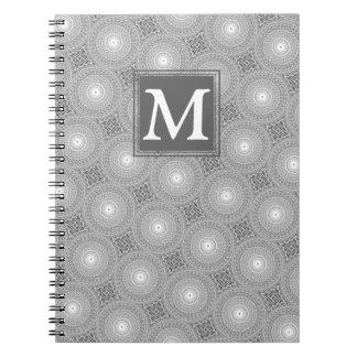 Caderno Espiral Teste padrão cinzento dos círculos do monograma