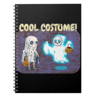 Caderno Espiral Traje do fantasma e do esqueleto