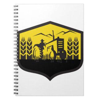 Caderno Espiral Trator que colhe a crista da fazenda do trigo