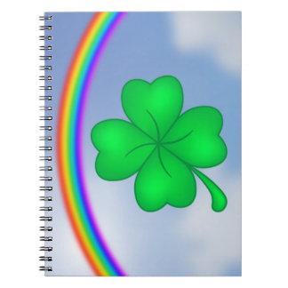 Caderno Espiral Trevo De Quatro Folhas com arco-íris