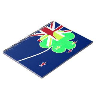 Caderno Espiral Trevo St Patrick do trevo da bandeira de Nova